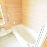 広い浴槽で、お仕事や家事で疲れた体を癒して下さい(*^_^*)