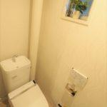 トイレには小窓もあり、換気もバッチリです(*^_^*)