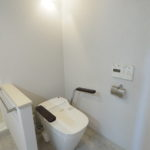 手摺付きのトイレです!