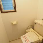 トイレには小窓もあり、換気もバッチリです(・∀・)